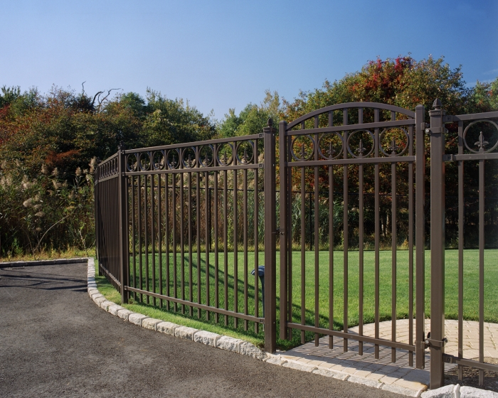 Powder Coated  Steel Estate Fence W. Arched Gate