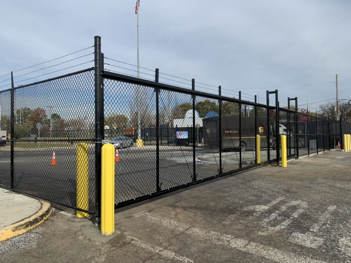 Chain Link Aluminum Cantilever Gate with Double Track and Barbed Wire